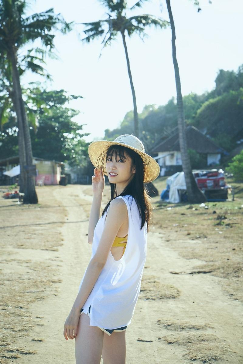 写真は「高橋ひかる1st写真集(仮)」(東京ニュース通信社刊、撮影:神藤剛)から。