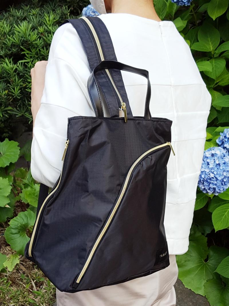 写真は、「素敵なあの人」2020年8月号(宝島社)の付録。「TABASA」の3通りに使える便利な軽量バッグ