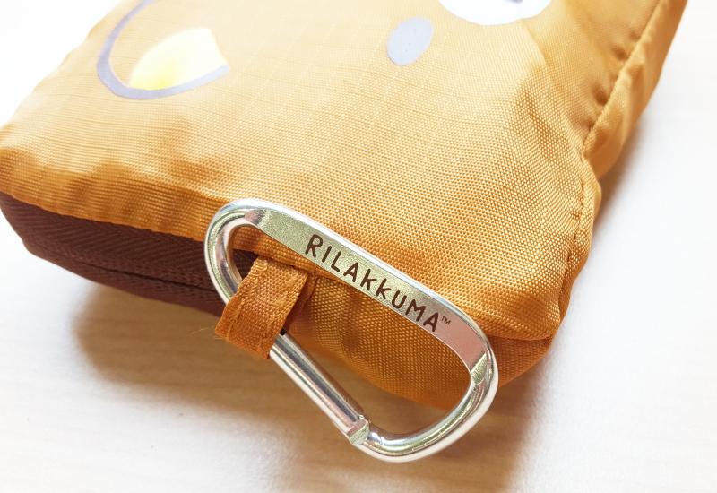 画像は、「パッカブルお買い物バッグ」のカラビナ