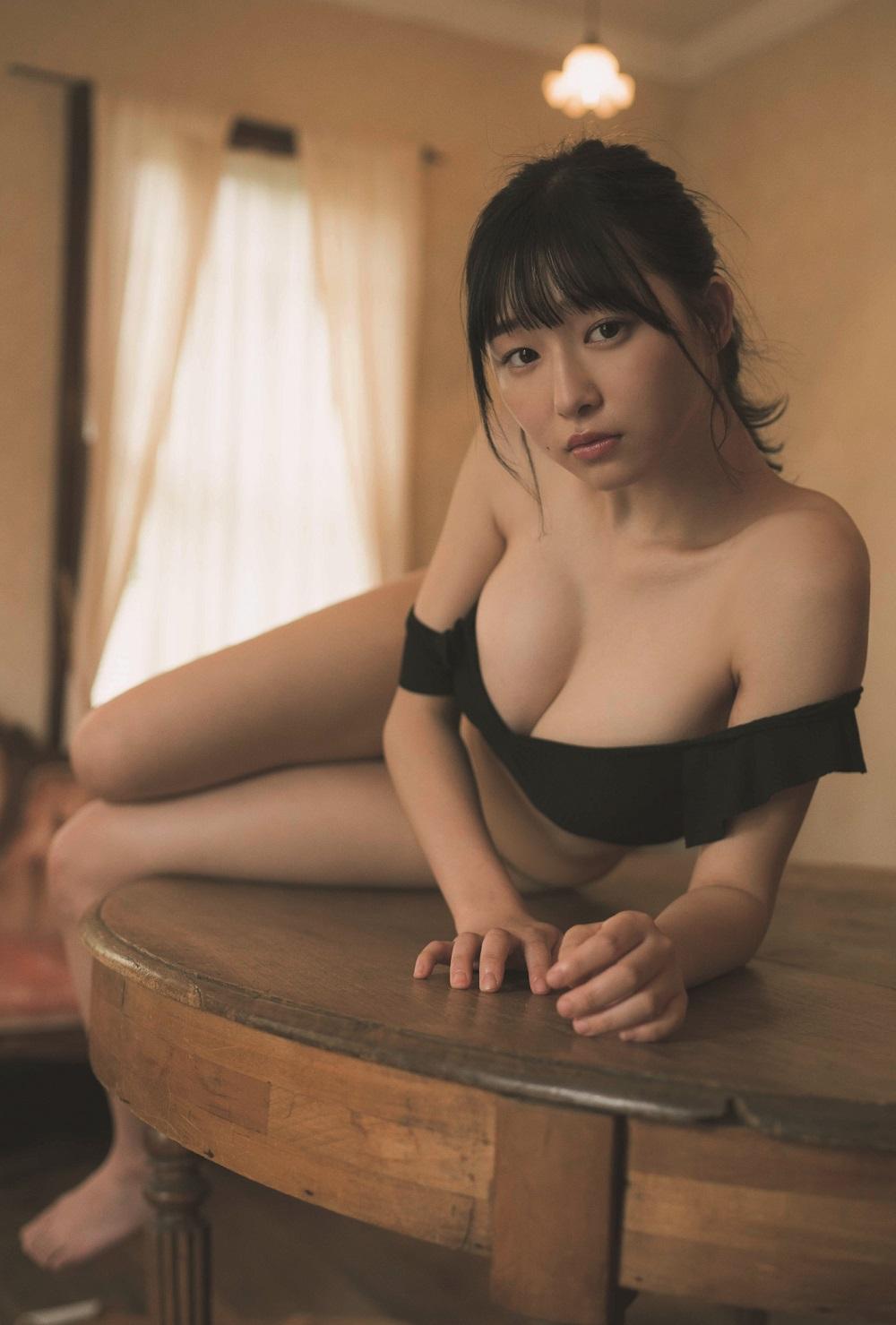 写真は、特典のポストカードの一部(我妻ゆりかさん)(提供:東京ニュース通信社)