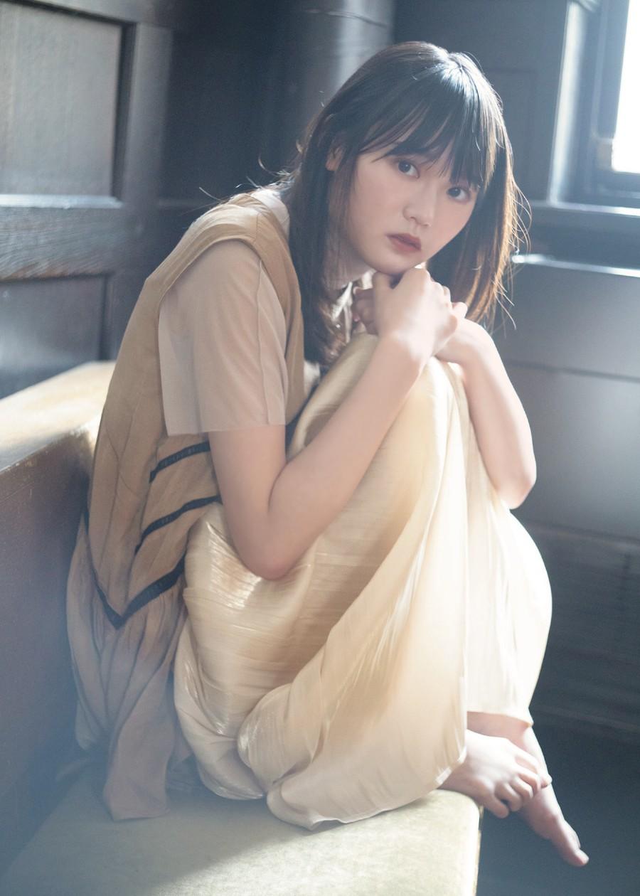 写真は、増本綺良(欅坂46)ポストカードの見本(提供:東京ニュース通信社)