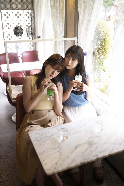 画像は、「B.L.T.2020年11月号」(東京ニュース通信社)より。NMB48の白間美瑠さんと吉田朱里さん