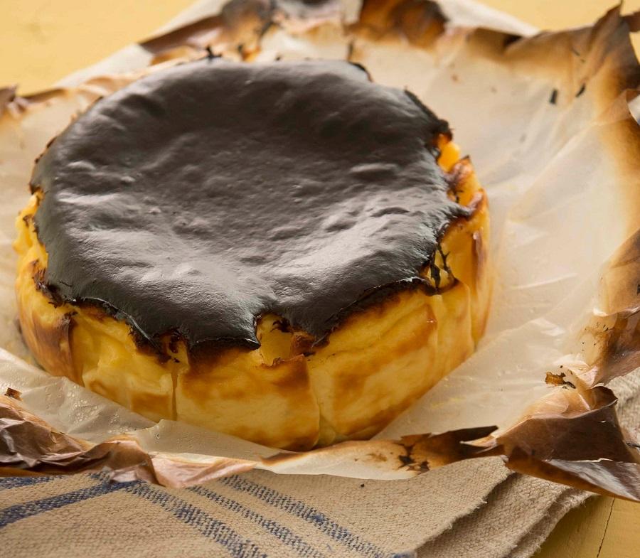 写真は、「バスク風チーズケーキ」(提供:主婦の友社)