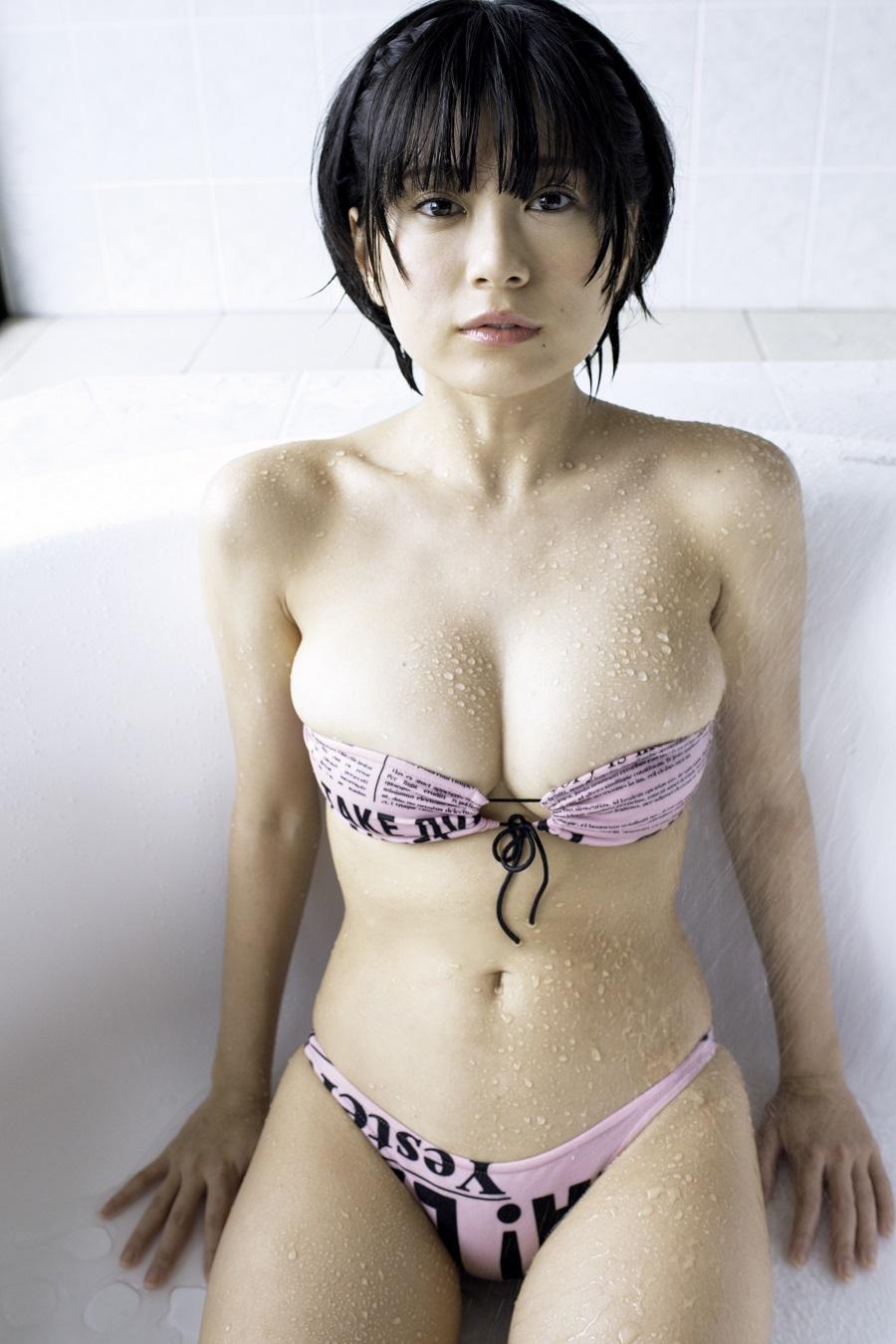 写真は、水着姿のRaMuさん(C)光文社/週刊『FLASH』 写真◎小塚毅之