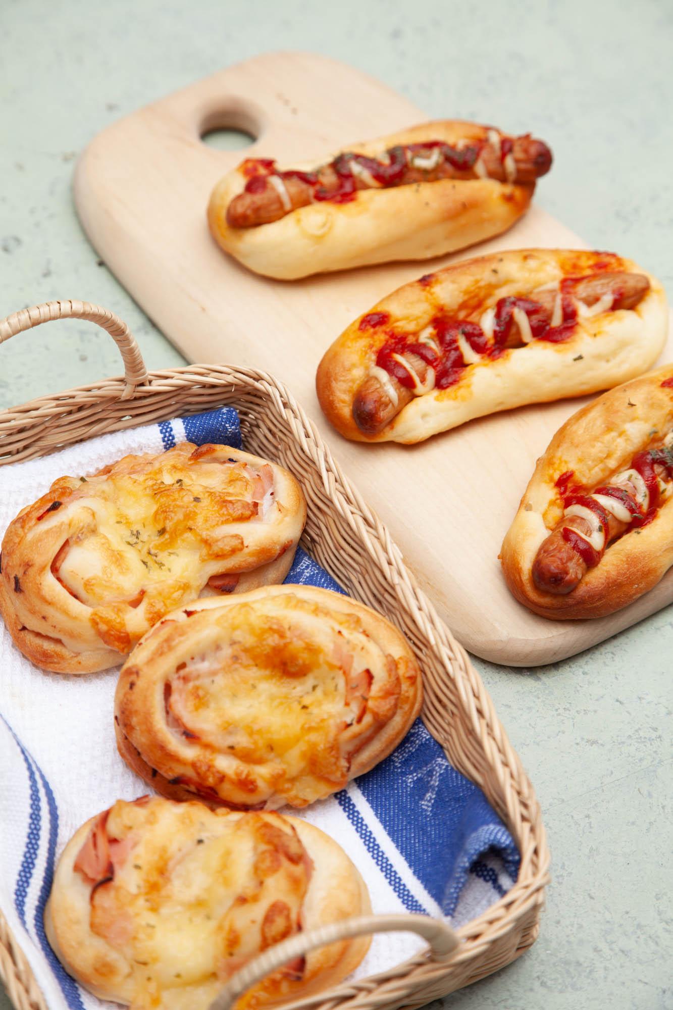 ウインナーパンとハムチーズパン