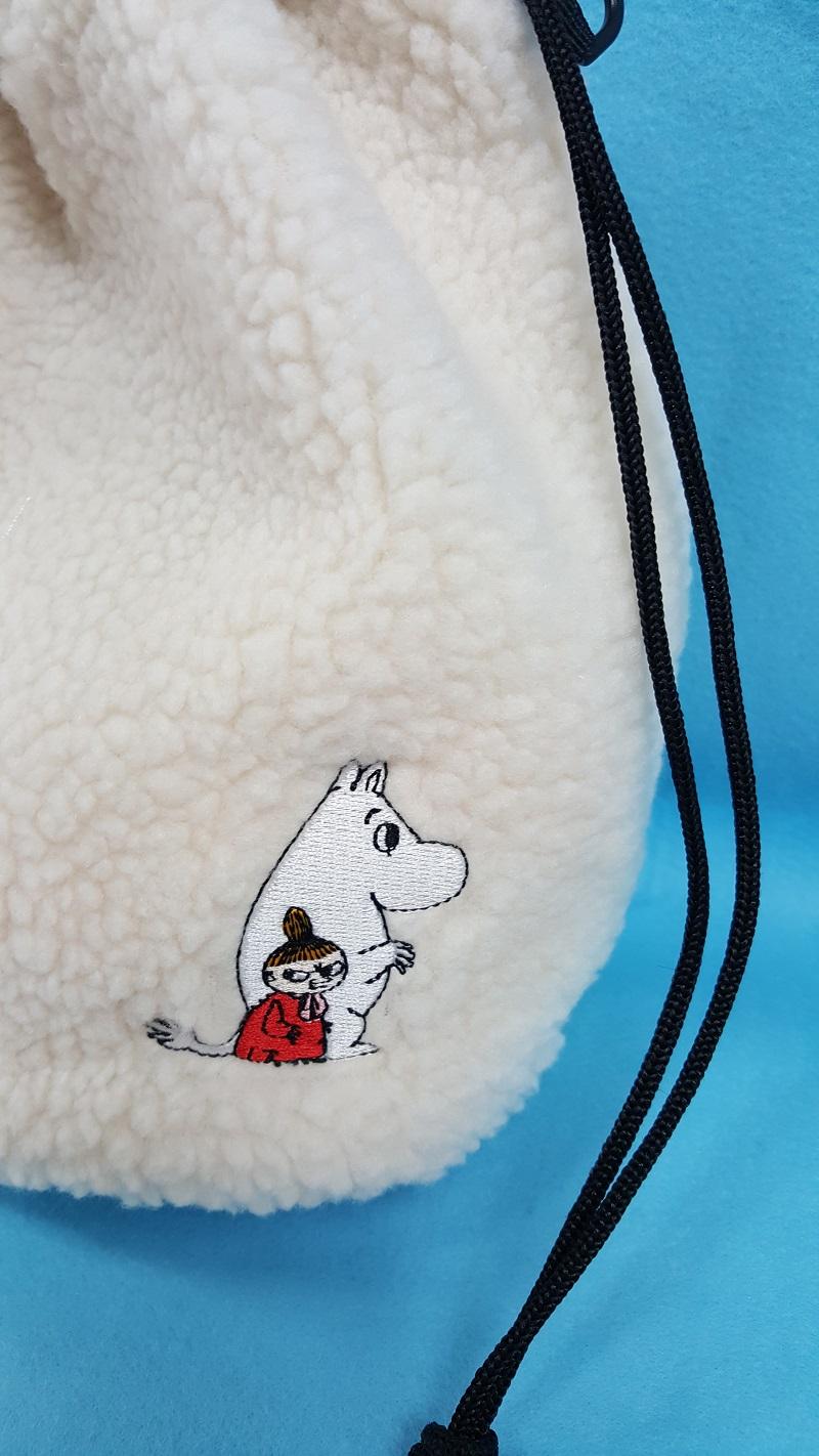 ワンポイントの刺繍がキュート