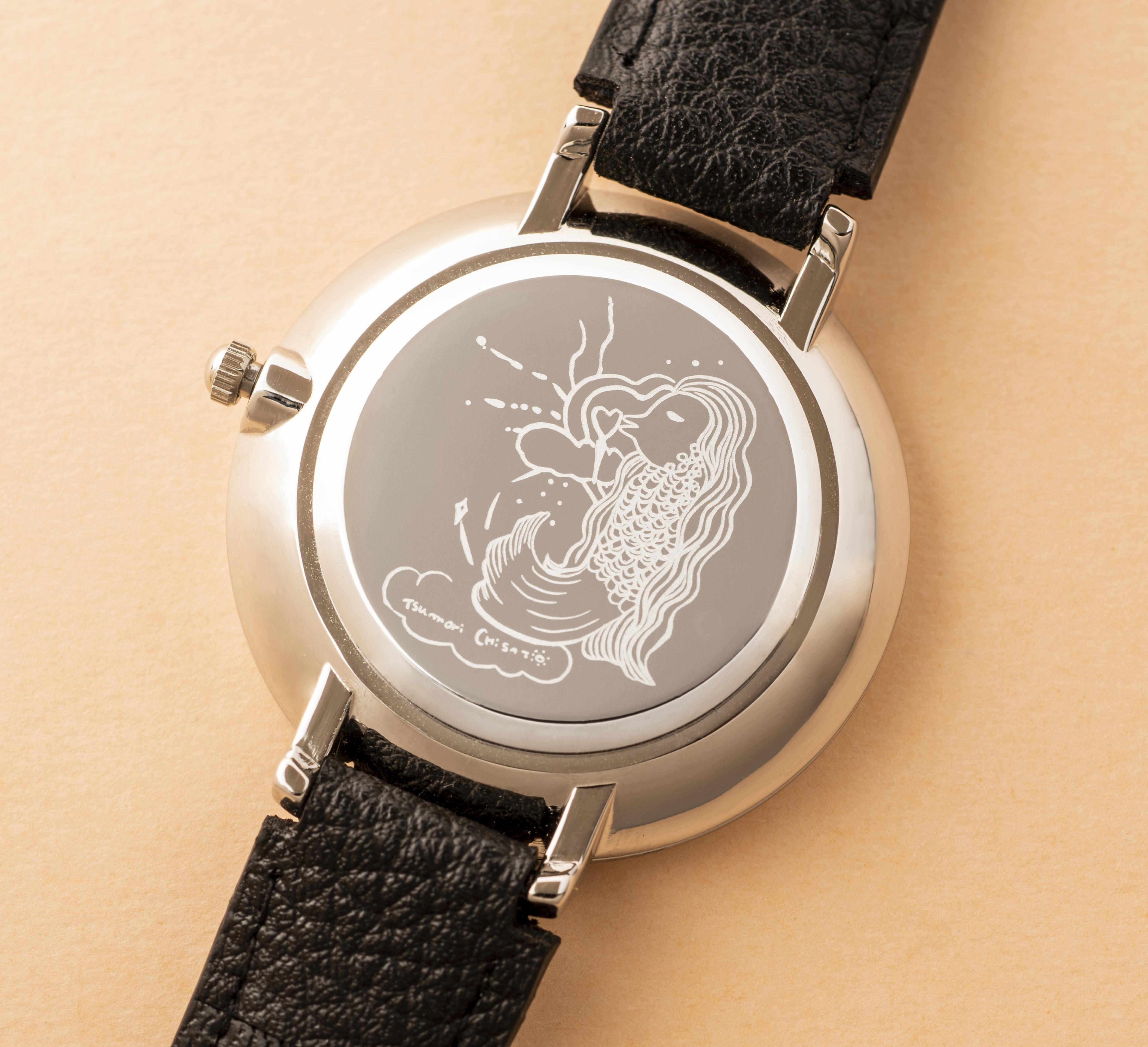 画像は、ツモリチサトの腕時計の盤面の後ろに描かれたアマビエのイラスト