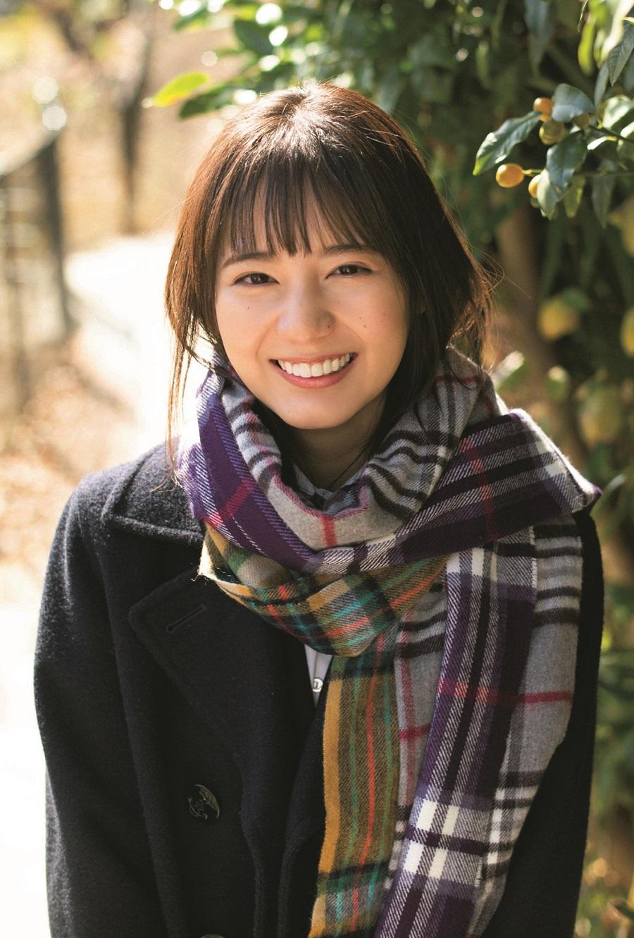 写真は、小坂菜緒(日向坂46)さんポストカード(提供:東京ニュース通信社)