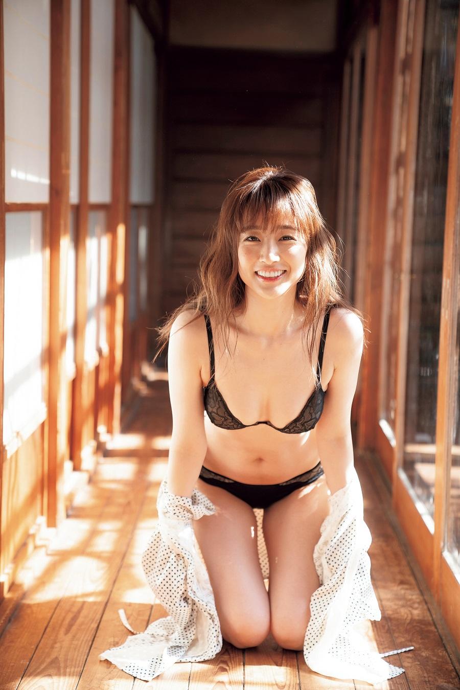 写真は『30plus プレミアムグラビアクイーン』(宝島社)より