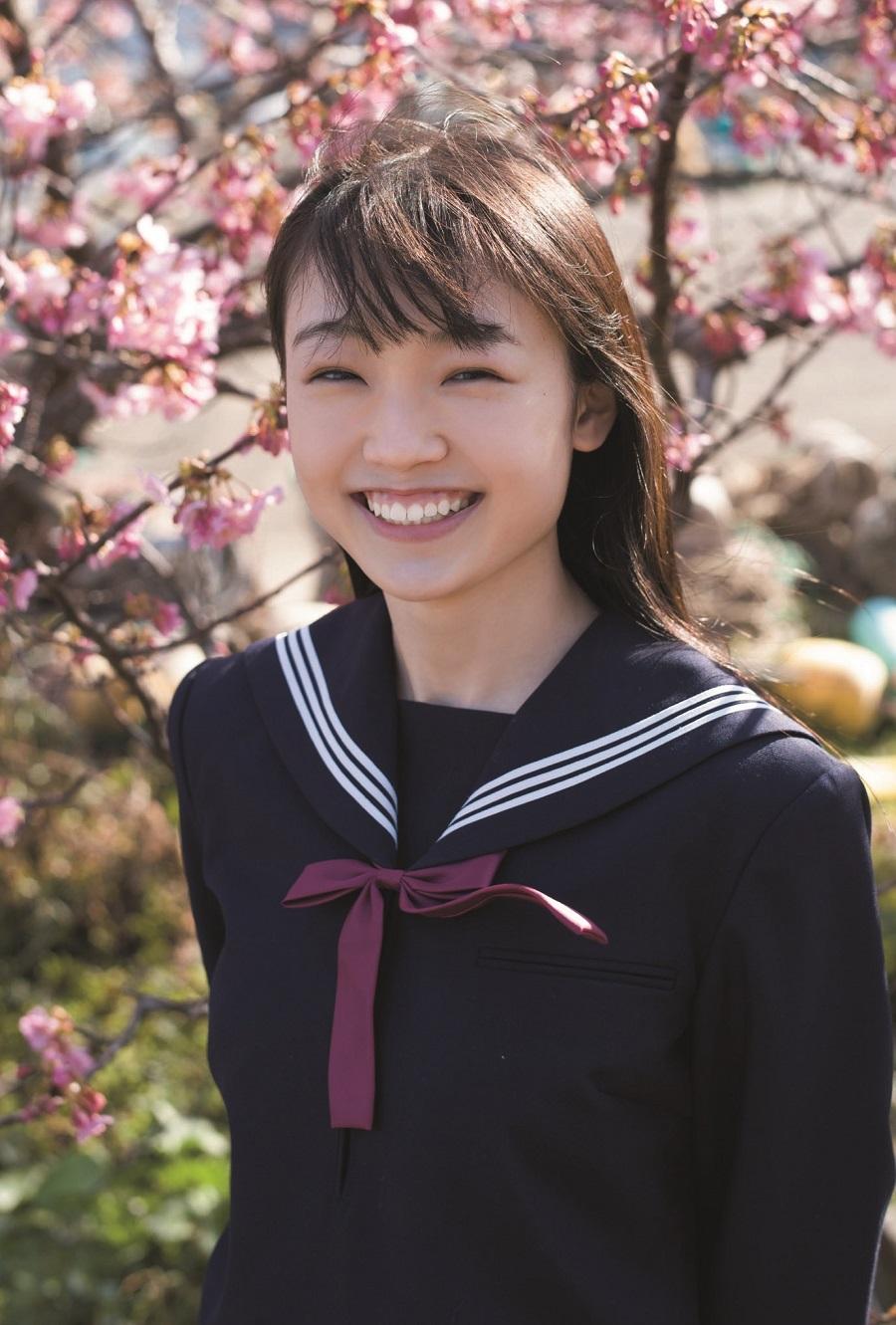 写真は、山﨑愛生さん(モーニング娘。'21)ポストカード(提供:東京ニュース通信社)