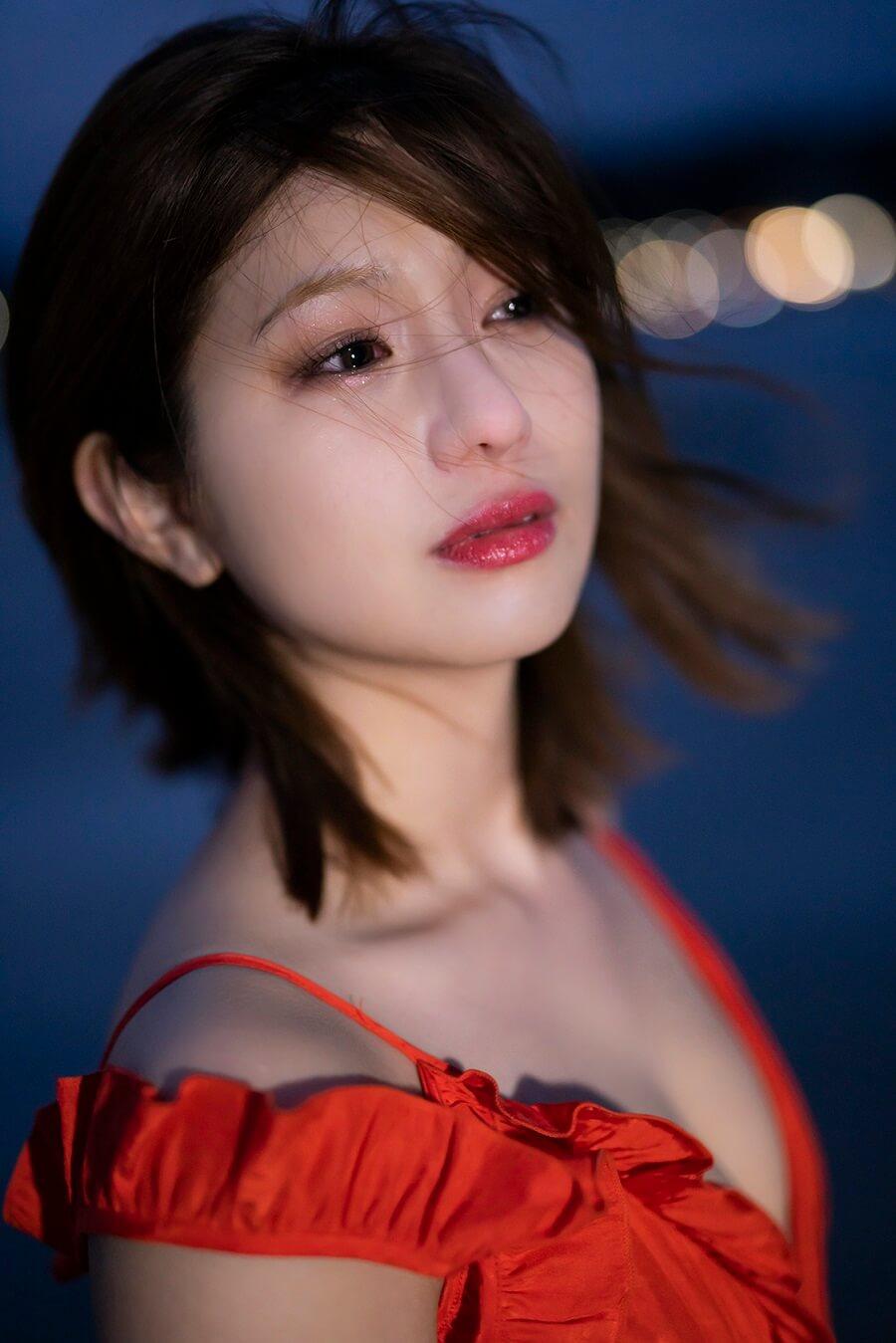 写真は夜風を浴びる谷川さん (C)KADOKAWA  (C)Showtitle  PHOTO/TANAKA TOMOHISA