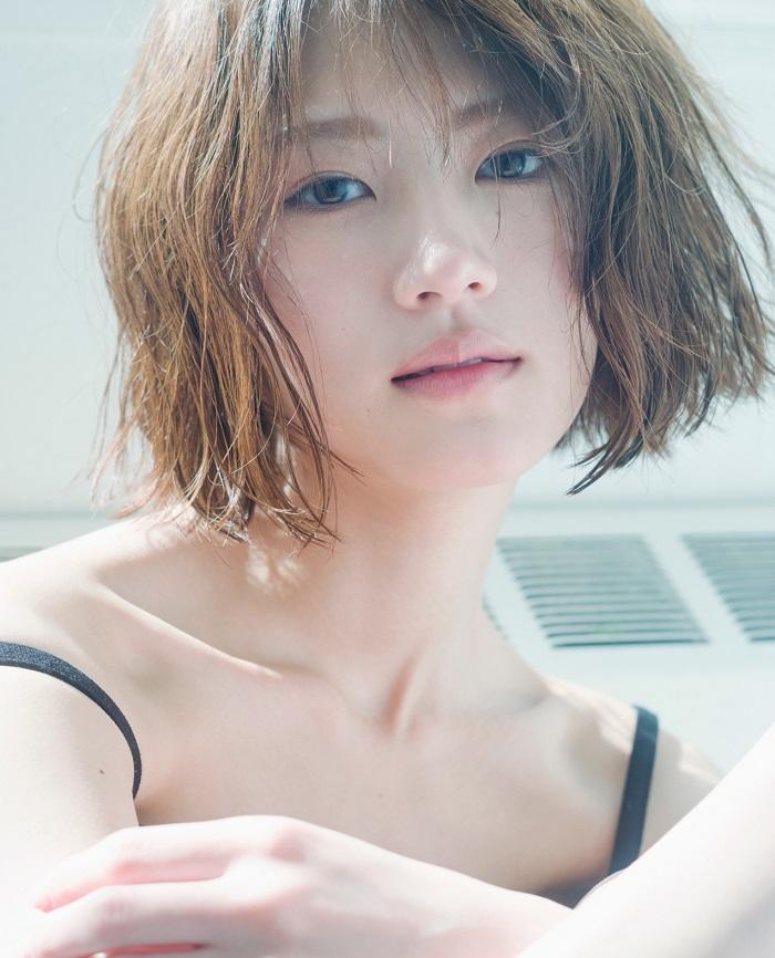 元乃木坂46・若月佑美の美しすぎる脚 貴重なランジェリーショットも!
