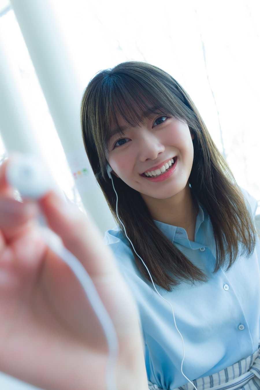 写真はカメラに向かってペンを向ける田村さん(提供:小学館)(撮影:Takeo Dec.)