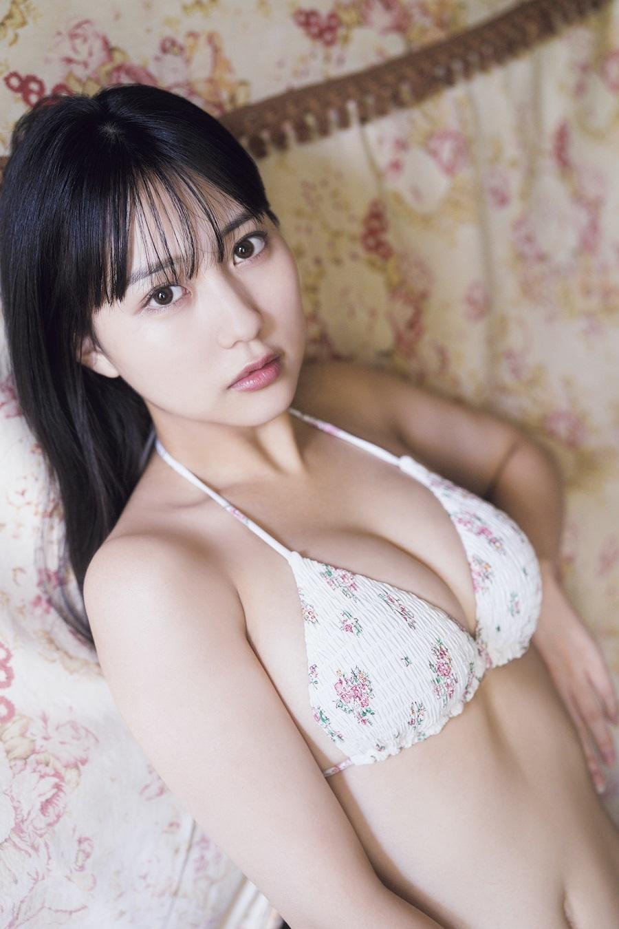 写真は白色の水着を着た田中さん(提供:東京ニュース通信社)